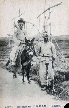 korean couple Traveling on Donkey Korean Photo, Korean Art, Modern History, Black History, Time In Korea, Korean Couple, Old Maps, Korean Traditional, Vintage Photographs