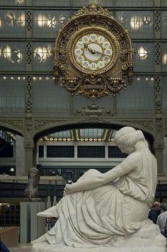 """Museu d'Orsay, Paris, França - Situado na margem esquerda do rio Sena, o Museu d'Orsay abriu em 1986 e tem uma das maiores coleções de arte impressionista do mundo. Além da riqueza de suas obras, o museu se destaca pela beleza do edifício de estilo """"Beaux-Arts"""" em que foi instalado Foto: Paris Tourist Office/Amélie Dupont"""