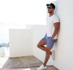 This Mens summer casual short outfits worth to copy 8 image is part from 75 Best Mens Summer Casual Shorts Outfit that You Must Try gallery and article, click read it bellow to see high resolutions quality image and another awesome image ideas. Mode Outfits, Short Outfits, Summer Outfits, Summer Shorts, Men Looks, Stylish Men, Men Casual, Casual Shorts Outfit, Mode Man