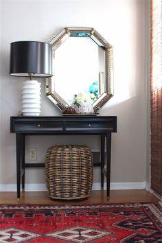 Persian rug and lamp--small entryway drd: dayka robinson designs Interior Stairs, Diy Interior, Interior Design, Entryway Tables, Entryway Ideas, Entryway Mirror, Mirror Lamp, Entryway Decor, Small Entryways