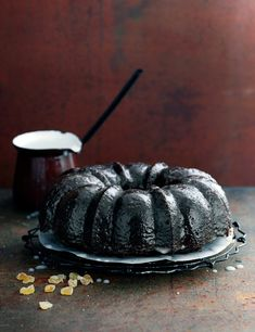 Try our gingerbread bundt cake recipe. Our bundt cake recipe with gingerbread makes a simple Christmas cake recipe. Easy gingerbread recipe for a bundt cake Easy Christmas Cake Recipe, Easy Gingerbread Recipe, Christmas Baking, Christmas Recipes, Halloween Recipe, Adult Halloween, Halloween Ideas, Halloween Party, Yummy Treats