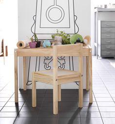 Deja que los más pequeños creen su mundo desde la mesa LÄTT. (€ 19,99) Ikea, Outdoor Furniture, Outdoor Decor, Saudi Arabia, Home Decor, Pictures, The World, Toddler Table, Big Kitchen
