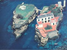 Isola della Gaiola Italy √  http://en.wikipedia.org/wiki/Gaiola_Island