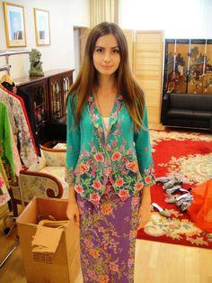 Kebaya Lace, Batik Kebaya, Kebaya Dress, Kebaya Encim Modern, Batik Fashion, Hijab Outfit, Traditional Dresses, Style Inspiration, How To Wear