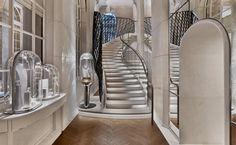 Le célèbre joaillier s'agrandit place Vendôme, à Paris, repoussant ses murs pour mieux accueillir les amateurs de bijoux. Un nouvel écrin signé Jouin Manku.