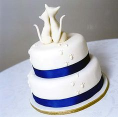 White cat wedding cake