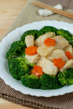 Stir-fried Broccoli with Fish Fillet - Christine's Recipes: Easy Chinese Recipes Chinese Fish Fillet Recipe, Stir Fry Fish Fillet, Asian Fish Recipes, Easy Chinese Recipes, Christine's Recipe, Fried Broccoli, Cooking Chinese Food, Fish And Meat, Fish Dishes