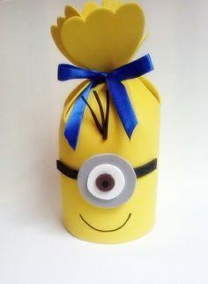 Feito em eva. Laço de cetim acompanha o produto. Fazemos em outras cores e temas. R$ 4,30 Minion Theme, Minion Birthday, Baby Birthday, Foam Crafts, Diy And Crafts, Crafts For Kids, Kids Party Decorations, Party Themes, Minion Candy