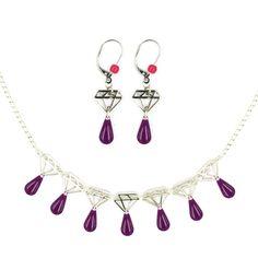 """Découvrez le nouveau It Bijou """"Diamants sur canapé"""" !!! On associe des breloques diamants avec des perles colorées, pour réaliser différents bijoux. Des colliers qui se portent longs ou courts et des boucles d'oreilles. A vous de jouer ! #ladroguerie #bijoux"""