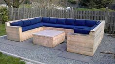 Wow! What a great example of pallet upcycling. We found it over at http://theownerbuildernetwork.co/recycled-and-repurposed/pallets/ where they have lots of other great examples. Want one?