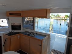 Lagoon 400 galley