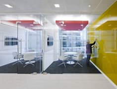 Hitachi Consulting 15 700x533 Inside the London Offices of Hitachi Consulting