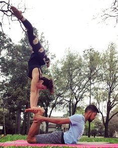 """129 Me gusta, 5 comentarios - Casually Talented (@balance_kitty) en Instagram: """"#willhandstandanywhere . . . . . . . . #acro #acroyoga #partneryoga #handstand…"""" Couples Yoga Poses, Acro Yoga Poses, Yoga Inspiration, Fitness Inspiration, Family Yoga, Partner Yoga, Yoga For Men, Yoga Challenge, How To Do Yoga"""