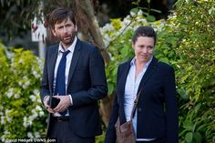 Award winning drama Broadchurch is back filming in Clevedon for a much anticipated third and final series. Stars of the show, David Tennant and Olivia Colman – reprising their roles as DI. David Tennant, Lenny Henry, Olivia Coleman, Broadchurch, Queen, Season 3, On Set, More Photos, Suit Jacket