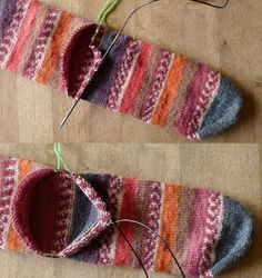 bontewol: Sokkenpaar #6, de hiel achteraf, deel 1 Crochet Woman, Knit Crochet, Knitting Projects, Knitting Patterns, Crochet Bolero Pattern, Foot Warmers, Sock Toys, Socks And Heels, Fingerless Mittens