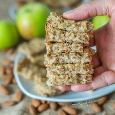 Recipes Snacks 3 Ingredients healthy recipe for apple almond breakfast bar Breakfast Bars Healthy, Oatmeal Breakfast Bars, Healthy Sweet Snacks, Healthy Bars, Oatmeal Bars, Apple Breakfast, Breakfast Cookies, Health Breakfast, Granola Bars