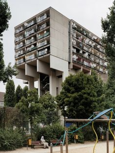 """Jürgen Sawade Arch.: """"Pallasseum Wohnbauten KG"""", Berlin, 1977. Formerly called """"Wohnen am Kleistpark"""". Quickly, the apartment block was popularly re-named """"Sozialpalast"""" (""""Social Palace"""") due to the increasing amount of dwellers on social transfers, throughout many years a focus in the Berlinian social development programme called Quartiersmanagement (""""quarter management""""). Underneath the building stands an air raid bunker of WWII."""