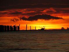 Sol nascente - Embarcador antigo Cumuruxatiba Bahia Brasil