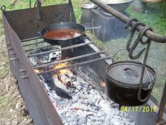 Cowboys and Chuckwagon Cooking : Building a Fire Box for Camp Cooking