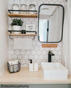 Camper Diy, Camper Interior, Rv Interior Remodel, Rv Kitchen Remodel, Diy Bathroom Remodel, Diy Bathroom Decor, Camper Ideas, Bathroom Shelves, Bathroom Renovations