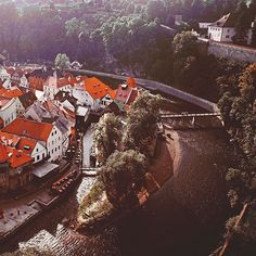 Welcome to Cinderella's hometown. I bet that girls will love this charming fairy-tale village in Český Krumlov Czech Republic. Get on a classic old train from Cesky Budejovice Czech or Linz Austria and you will have a sweet surprise after a few steps from the train station.  Do you love getting lost in the small towns and villages? . . . . . #smalltown #village #travel #europe #cezkykrumlov #ceskykrumlov