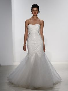アクア・グラツィエがセレクトした、KELLY FAETANINI(ケリー ファッタニーニ)のウェディングドレス、KF017をご紹介いたします。