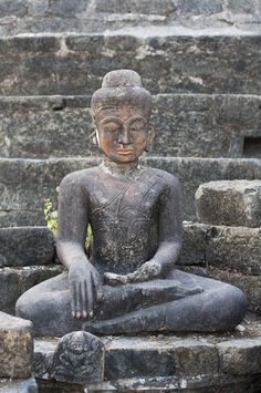 old buddha statue Rakhine, Burma Photo by: jaapburgers Columbus Travel - Columbus Magazine Stone Buddha Statue, Buddha Statues, Columbus Travel, Zen Attitude, Buddha Zen, Tibetan Art, Zen Meditation, Buddhist Art, Southeast Asia