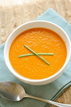 Best Tomato Soup, Tomato Basil Soup, Tomato Soup Recipes, Tomato Soups, Tomato Pesto, Curried Sweet Potato Soup, Tomato Bisque, Bisque Soup, Weird Food