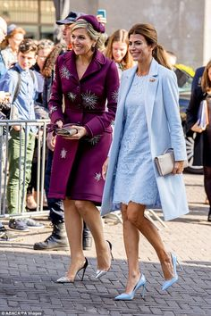 Queen Maxima, left, and Argentinean first lady Juliana Awada, right, out and about today. Style Royal, India Eisley, Royal Clothing, Royal Dresses, My Fair Lady, Queen Maxima, Royal Fashion, Colorful Fashion, Classy Outfits