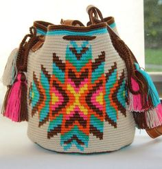 Apache shoulder Wayuu Mochila bag by VaLArteorg on Etsy Wiggly Crochet, Knit Crochet, Crochet Handbags, Crochet Purses, Mochila Crochet, Tapestry Crochet Patterns, Tapestry Bag, Handmade Purses, Crochet Woman