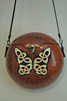 Gourd Purses by Gloria Crane. Decorative Gourds, Hand Painted Gourds, Coconut Shell Crafts, Homemade Christmas Crafts, Coconut Leaves, Leaf Crafts, Gourd Crafts, Miniature Dolls, Miniature Houses