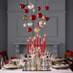 With lots of dinners to plan, modern Christmas table setting ideas are close to the top of our must-have holiday...
