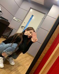 Kpop Girl Groups, Kpop Girls, Rapper, Programa Musical, New Girl, South Korean Girls, Red Velvet, Singer, Instagram