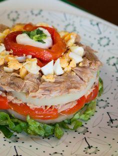 Tuna Recipes, Salad Recipes, Cooking Recipes, Healthy Recipes, Canapes, Tapas, Caprese Salad, I Love Food, Salmon Burgers