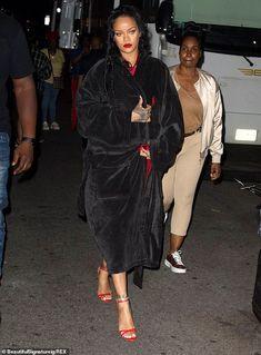 Rihanna (11/07/2021) #rihanna #fenty #savagexfenty #fentybeauty #badgalriri #riri #fentyskin