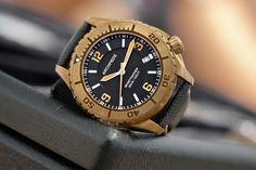 What a diving watch! Big Watches, Cool Watches, Rolex Watches, Watches For Men, Bronze, Brushed Stainless Steel, Gold Watch, Omega Watch, Diving Watch