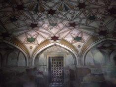 The underground crypt of Nisar Begum in Khusrau Bagh