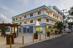 Pa�Xa Mama Hotel Boutique Canc�n Located in Canc?n, 200 metres from Cancun Government Palace, Pa?Xa Mama Hotel Boutique features air-conditioned rooms and free private parking.  Each room includes a flat-screen TV with cable channels.