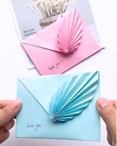 Origami Flowers 824932856730808316 - (notitle) Source by imermillodblard Cool Paper Crafts, Paper Flowers Craft, Paper Crafts Origami, Diy Paper, Paper Crafting, Origami Flowers, Origami Butterfly, Diy Crafts Hacks, Diy Crafts For Gifts