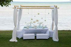 mesa principal en la playa