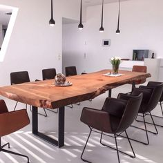 Dining table / wooden table made of cedar wood from Holzwerk-Hamburg. The table top consists of a hu Solid Wood Dining Table, Rustic Table, Wooden Tables, Live Edge Furniture, Wood Furniture, Dining Table Design, Dining Room Table, Grande Table A Manger, Design Tisch
