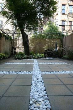 terrasse en dalles de b ton gris et gravier d coratif assorti jardin pinterest. Black Bedroom Furniture Sets. Home Design Ideas