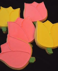 Why not give your mom edible flowers for Mother's Day this year? Tutorial for tulip cookies via Bake at 350.