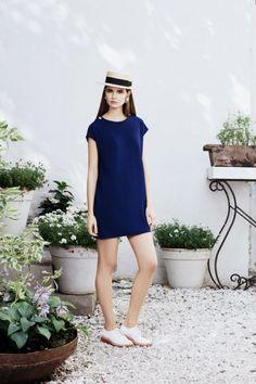 Simple blue dress and Venetian hat- cruise    Лукбук круизной коллекции A LA RUSSE, Buro 24/7