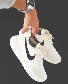 Image via We Heart It https://weheartit.com/entry/172415355 #black #clothes #fashion #fitness #motivation #nike #shoes #trainers #training #white #nikepro #nikerosharun