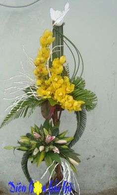 Contemporary Flower Arrangements, Creative Flower Arrangements, Unique Flower Arrangements, Floral Centerpieces, Exotic Flowers, Fresh Flowers, Beautiful Flowers, Art Floral, Deco Floral