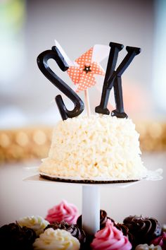 Small cake for couple to cut & cupcakes for the guests best cake idea. i love this idea