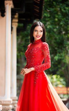 Một số mẫu áo dài cưới 2016 đẹp quyến rũ cho cô dâu Vietnamese Wedding Dress, Vietnamese Dress, Red Wedding Dresses, Wedding Attire, Prom Dresses, Traditional Fashion, Traditional Dresses, Vietnamese Traditional Dress, Beautiful Asian Women