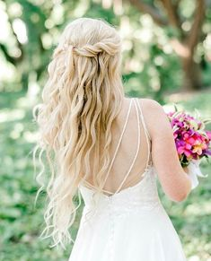 If this is a look you'd like but don't have mermaid locks, we can help! We rent the highest quality extensions so you don't have to worry about which ones to choose. ⠀ ⠀ Inquire and we'll send you all Creative Hairstyles, Bride Hairstyles, Hairstyles With Bangs, Hairstyle Ideas, Bridal Braids, Bridal Hair, Medium Hair Styles, Curly Hair Styles, Kardashian Wedding