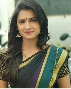 "2,915 पसंती, 10 टिप्पण्या - Instagram ""Good morning ❤️❤️❤️❤️"" वरील Marathi Actress Actor Beauties (@marathi_cineworld)"